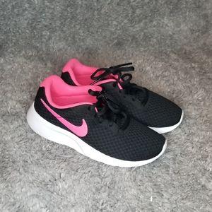 Nike Youth size 2 running 🏃